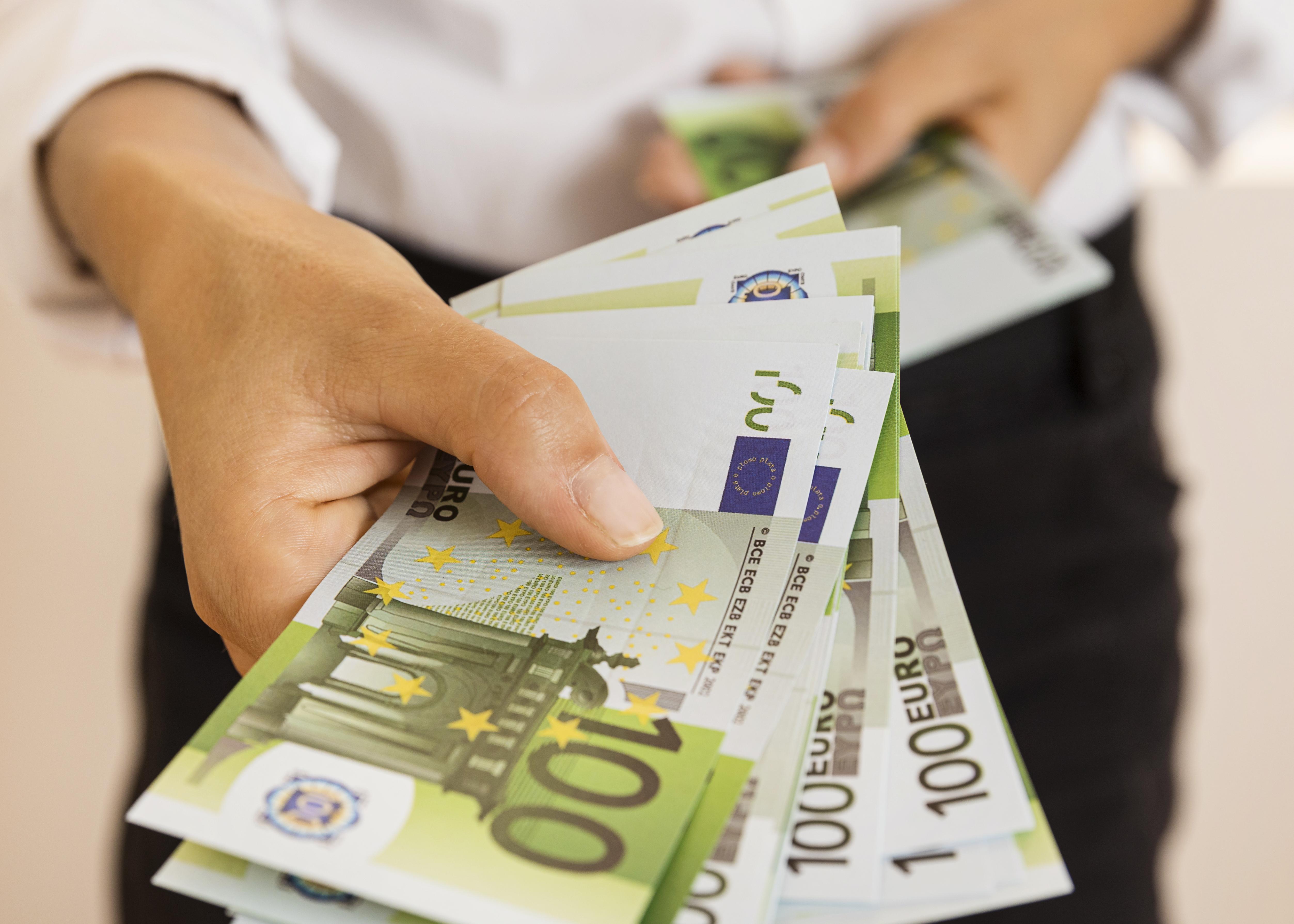 Wie zufrieden macht Geld? Über Debatten zum Gehalt in der Pflege